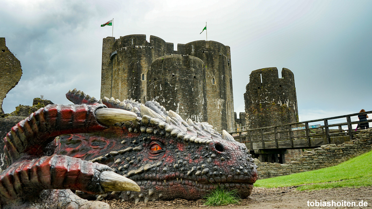 wales-caerphilly-castle-tobias-hoiten-7