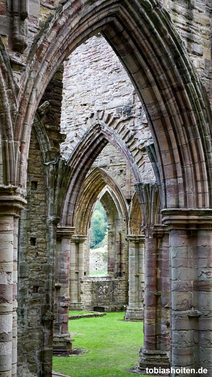 wales-tintern-abbey-tobias-hoiten-2
