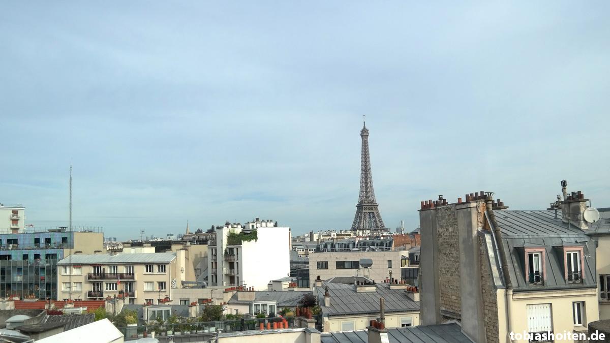Paris Eiffelturm Hotelzimmer Tobias Hoiten