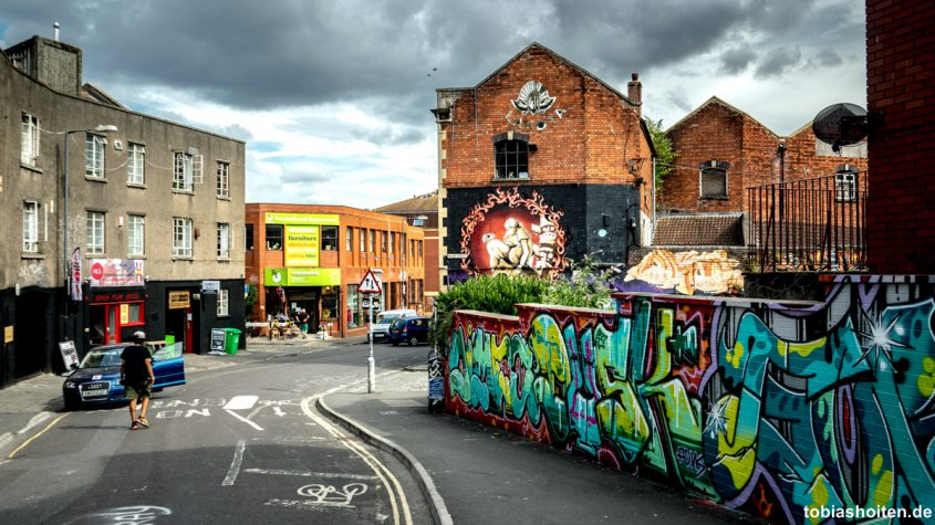 bristol-street-art-old-warehouses-backfields-lane-tobias-hoiten-2