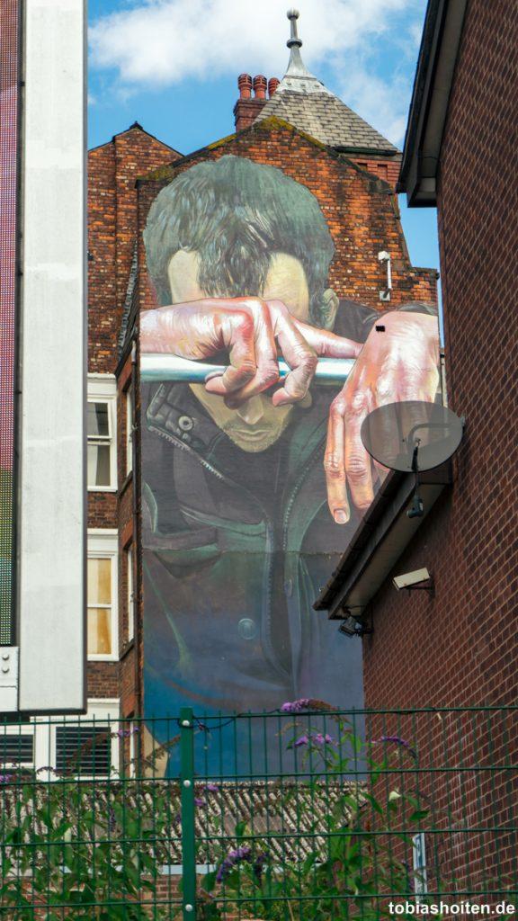 manchester-street-art-case-cable-street-tobias-hoiten