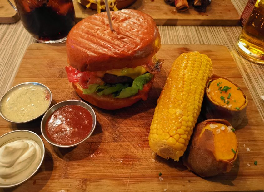 Burger bei Encore Bare in Rotterdam